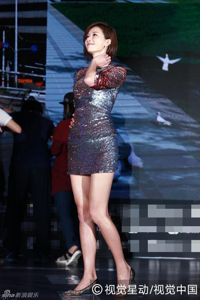 林志玲亮片裙秀大长腿 昂首挺胸表情傲娇