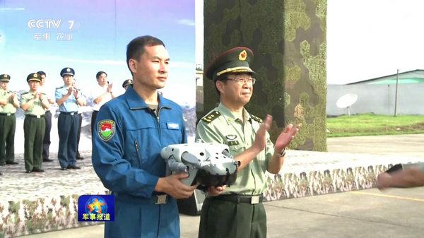 陆航所有作战部队列装武直10 异形头盔抢眼