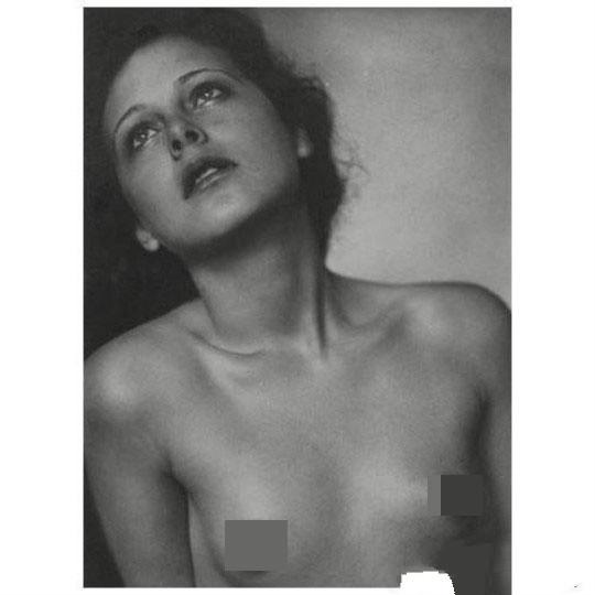 世界上最早裸体的AV女星海蒂拉玛,是奠基网络通信的蓝牙之母