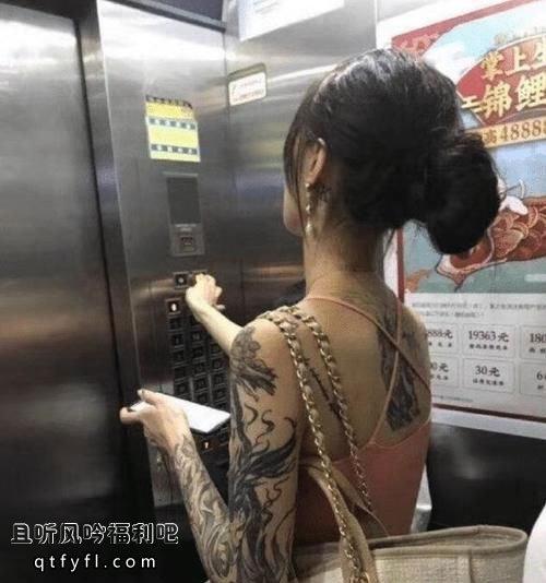 高挑美女整条手臂都是纹身,这样的女孩老实人最好别凑近