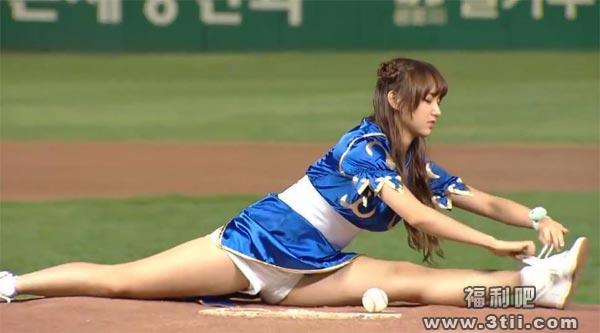 美女程潇cosplay空翻一字马打棒球 这逆天球技也是没谁了