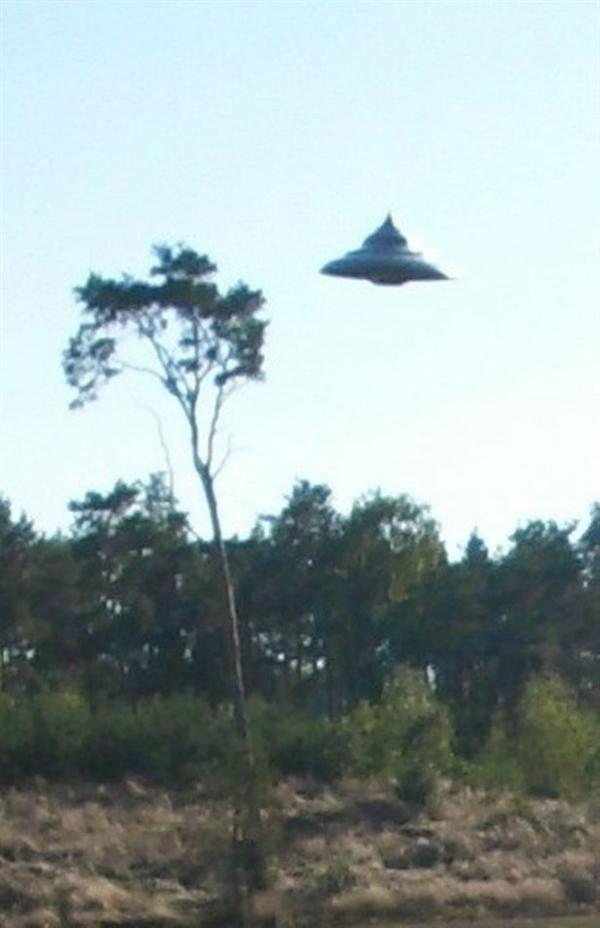 波兰男子拍到罕见UFO清晰照 40年来最为清晰的目击照