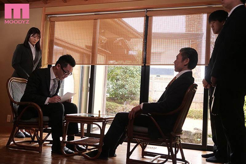 """强制肉体接待!敏感OL""""神宫寺ナオ""""温泉旅馆遭大叔轮流中出到早上!"""