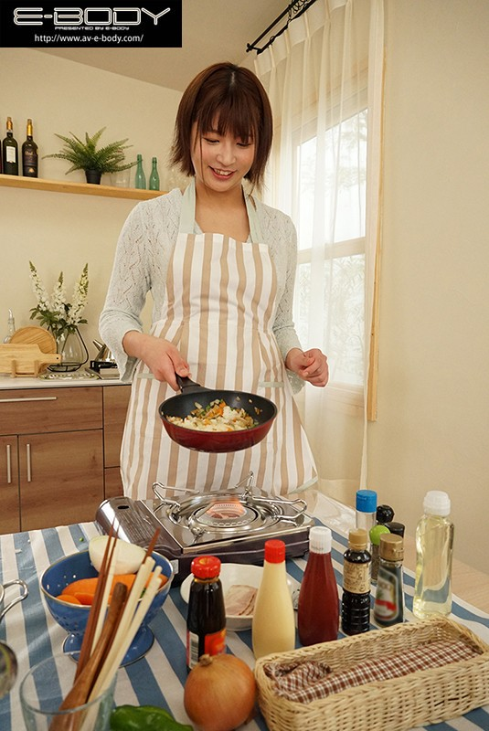 """贤妻良母型巨乳大只马""""瀬田一花""""出道!比起做菜更喜欢做爱!"""