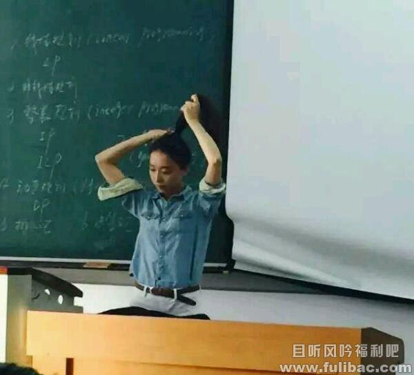 吉林建大女神学霸老师李冰心网络走红 皮肤白皙身材高挑