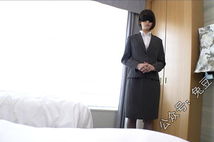 月乃露娜被领导叫到酒店房间训斥