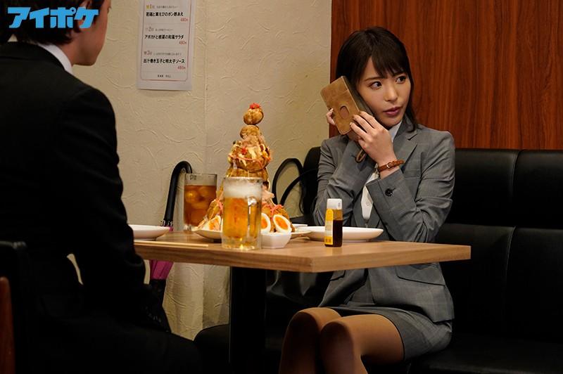 """女上司""""桃乃木かな""""和童贞下属被台风困住 只能好心帮他破处"""