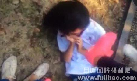 浙江女生遭凌辱 女子骑600多年文物上自拍