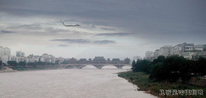 四川雅安大桥上空拍到龙